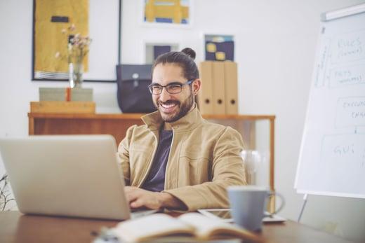man-smiling-laptop
