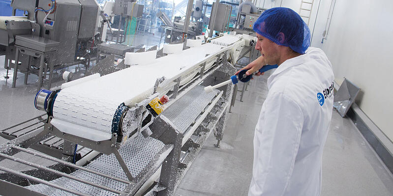 Praktyka: jak wybrać system do czyszczenia, który sprawdzi się w firmie z branży spożywczej