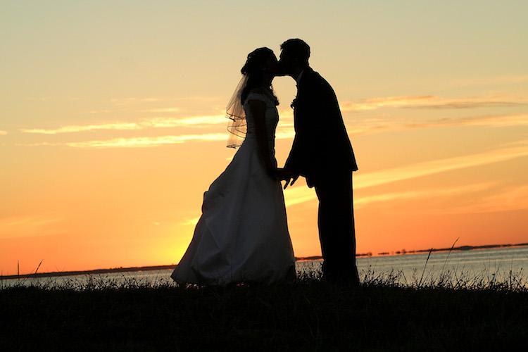 wedding_kiss