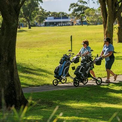 ReflectionsHolidayParks_JimmysBeach1516_Golfers_Tile