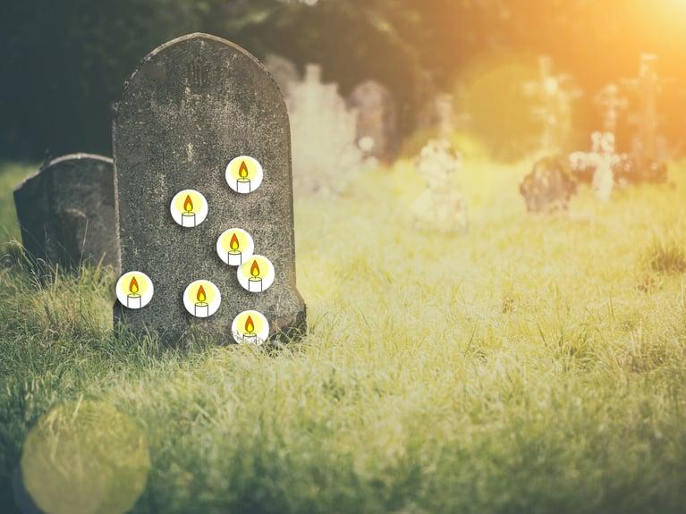 På Alla helgons dag kan du tända ett ljus för dina nära och kära som har gått bort.