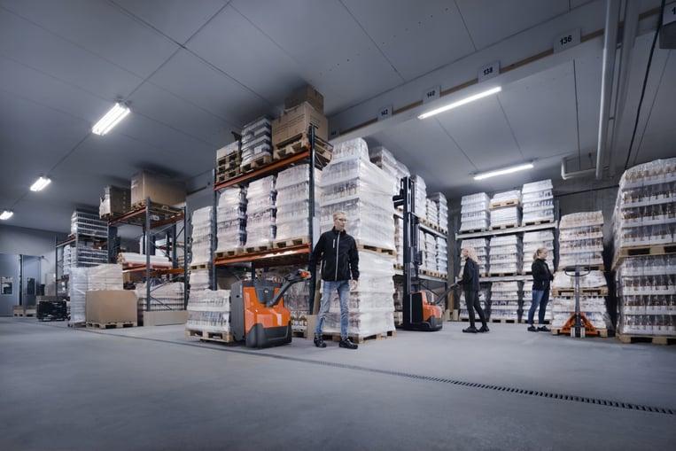 De 'anderhalve meter economie' tip voor de werkpaarden van de logistiek; pallettrucks