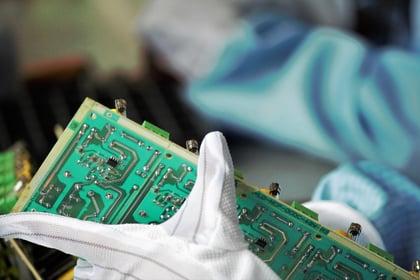 Töiden seuranta teknologiateollisuudessa