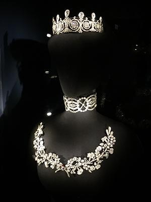 Cartier Paris crown set