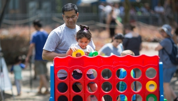 Image of a father and daughter playing Connect Four