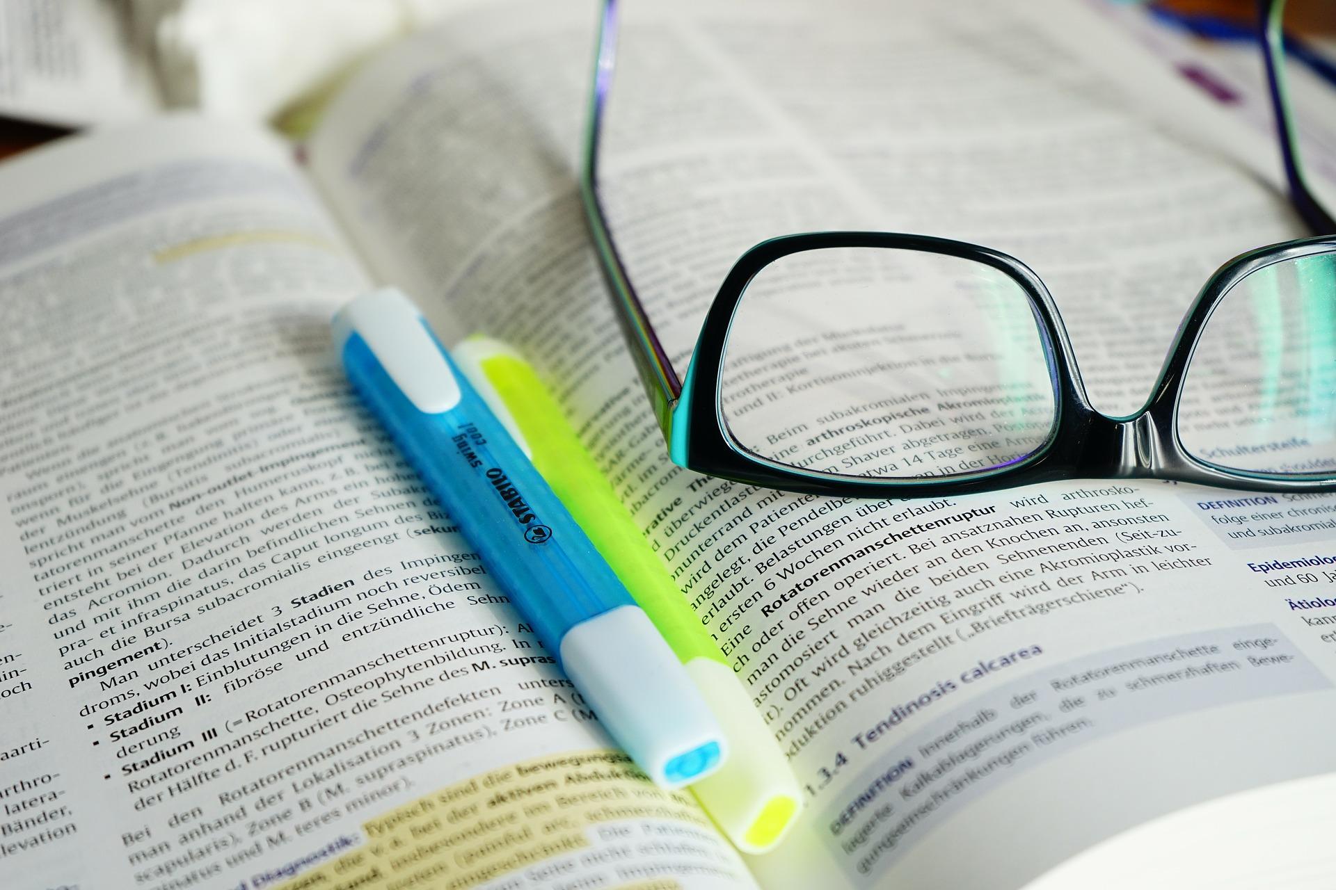 glasses-272401_1920.jpg