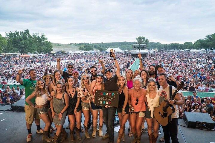 SOAK UP THE SUN THIS SUMMER AT KICKER COUNTRY STAMPEDE 2019 ☀️