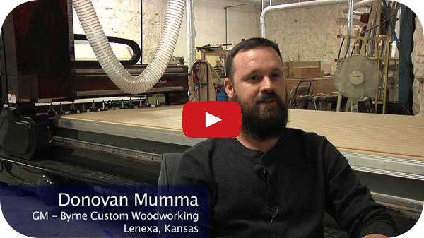 Byrne的Donovan Mumma在他们的新裁员切割中心定制木工