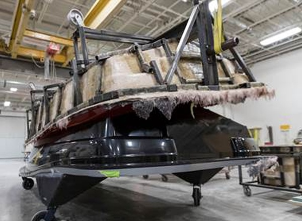 Removing fiberglass mold from boat hull pattern