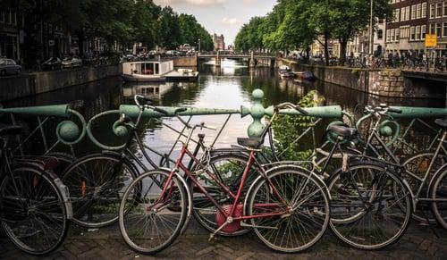 bike-canal-amsterdam_2800