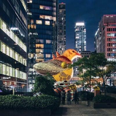 Inflatable giant bird