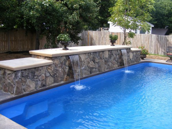 Water cascades on a pool wall