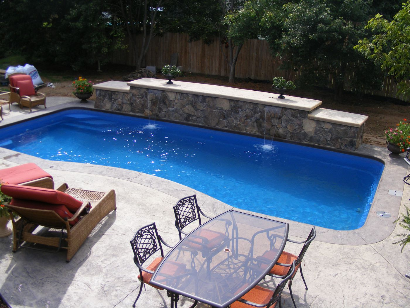 Who is the best swimming pool builder in virginia beach for Local swimming pool companies