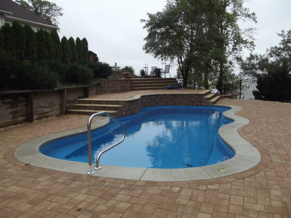 Retaining walls for swimming pools for Pool design retaining wall