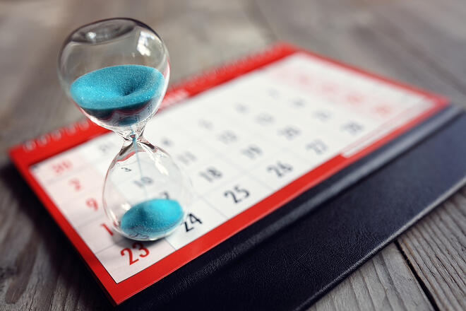 bigstock-Hour-glass-on-calendar-concept-149892269