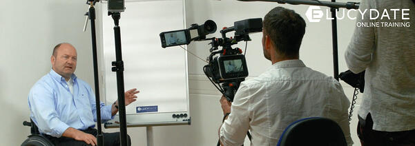 elucydate_news_behind-the-scenes_video-dreh-mit-grundl