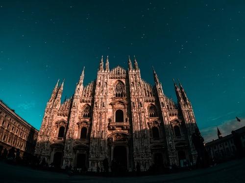 Milano smart city: arrivano 15 isole multimediali