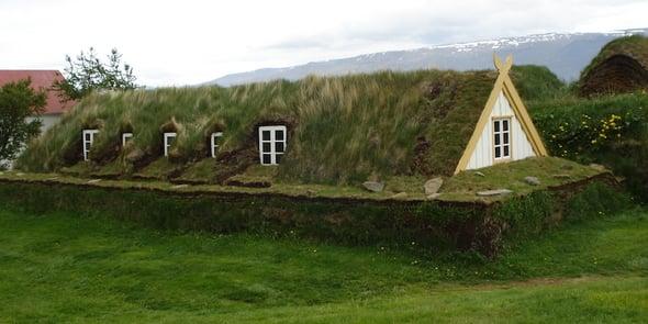 Turf House e bioedilizia: i tetti verdi islandesi candidati a Patrimonio dell'Unesco
