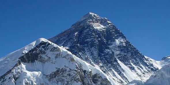 L'Everest trasformato in una discarica: si rischia l'emergenza sanitaria