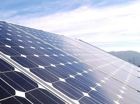 Rinnovabili: si investe meno ma aumenta la produzione