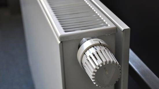 10 trucchi per riscaldare casa evitando gli sprechi