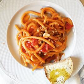 How Do Italians Really Eat Spaghetti?