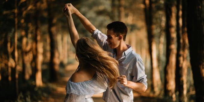 Talentvolle dertigers binden? Stop met worst voorhouden en ga dansen!