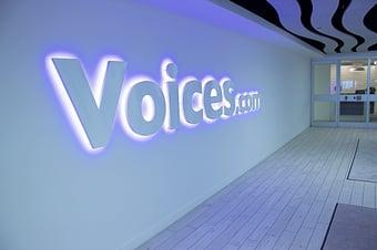 Voices.com-logo-corridor