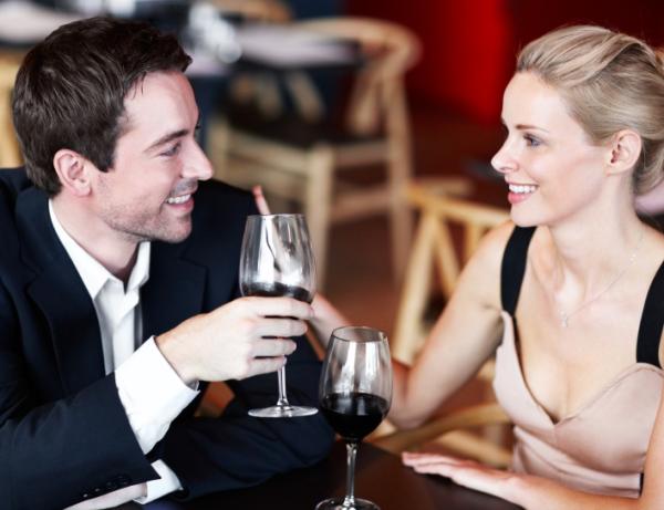 romantic_couple_dinner-resized-600