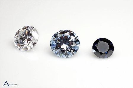 為什麼鑽石有不同的顏色?