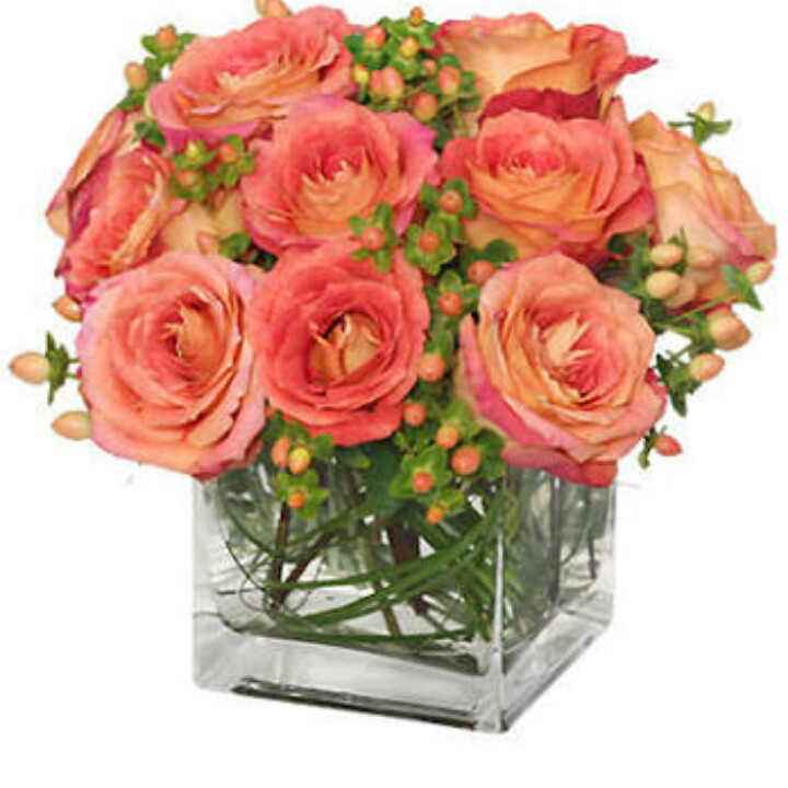 12 large roses in cube