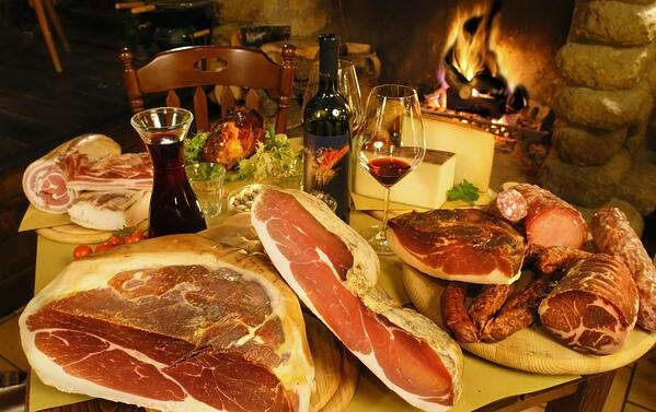DHvillas-Eat parade the typical dishes of Umbria