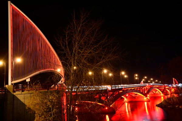 Ronstan Cables - New Bridge Marked by Striking Sculptures