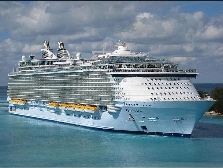 Dyneema® Rope Mooring the World's Largest Cruise Ship