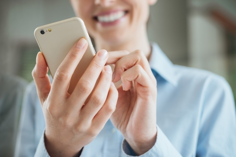 Should I Use a Mobile App to Track Employee Time and Attendance?