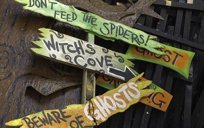 Halloween signs to scare children (resized)