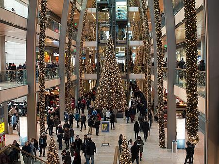 christmas-shopping_23Fkpt6