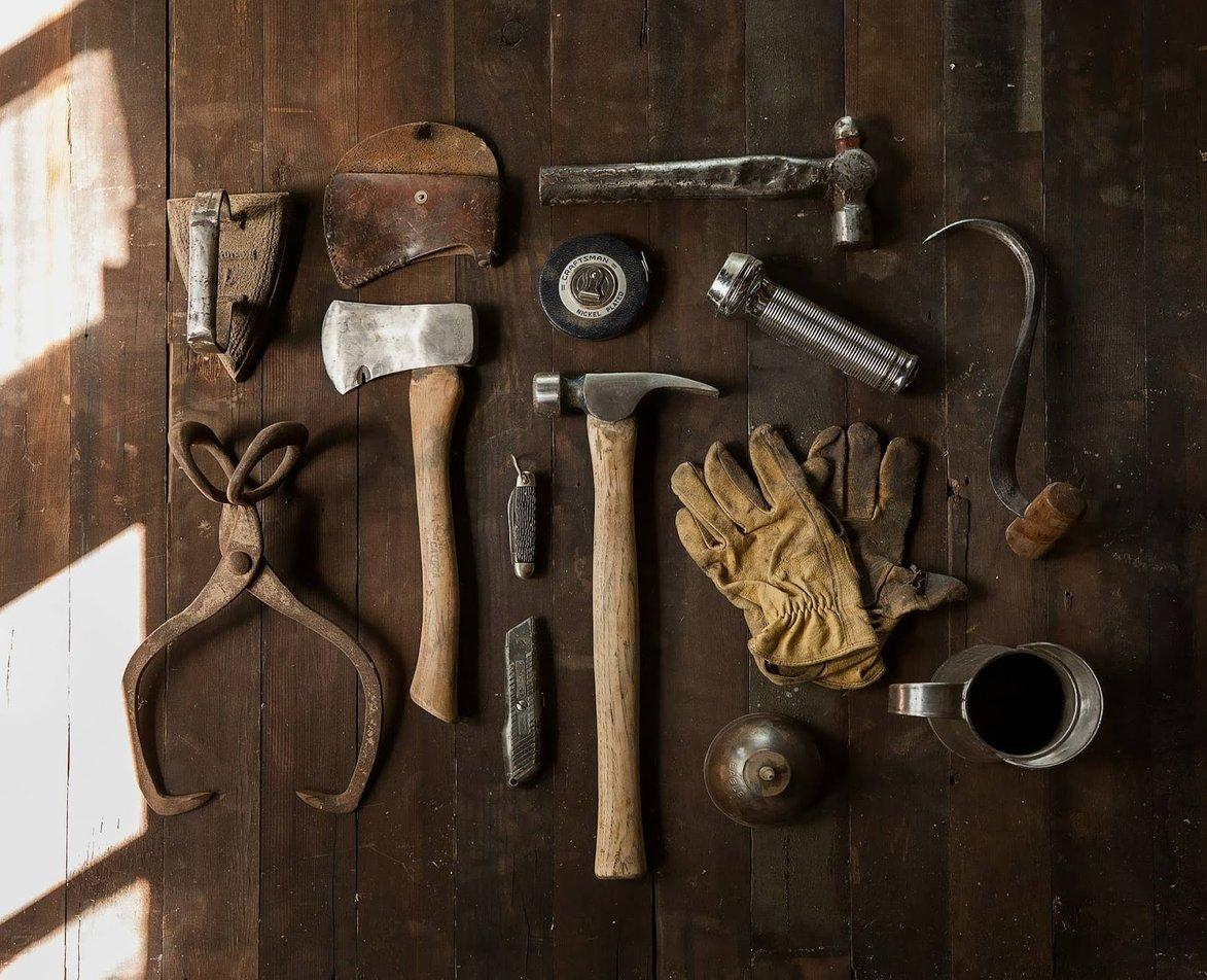 tools-498202_1920-min