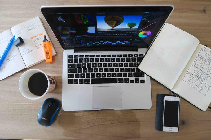 5 Reasons to Declutter Your Desk