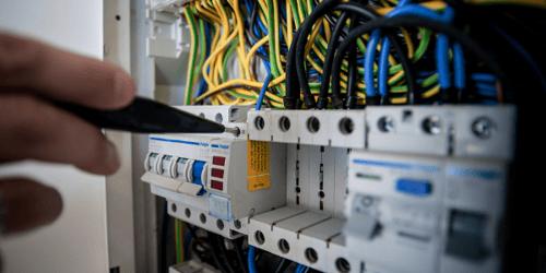 ¿Qué son las envolventes para equipos eléctricos?