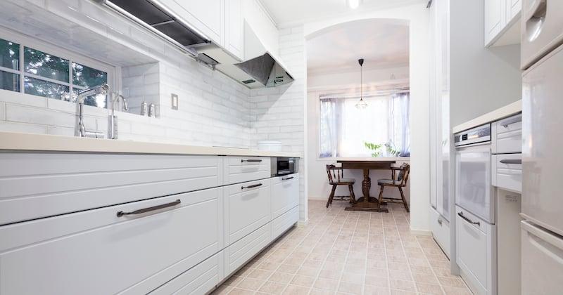 キッチンが明るくなって気分一新! 驚きの収納力で料理が楽しく