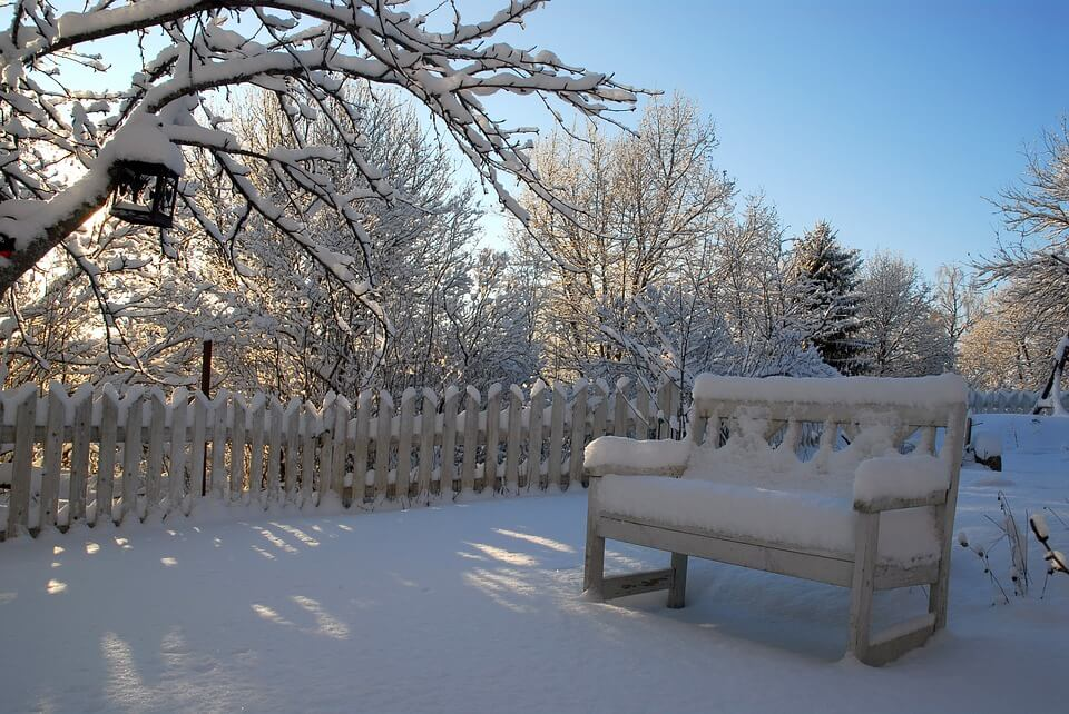 How to Entertain Outdoors During the Winter