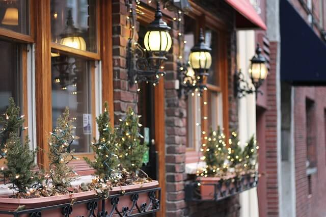 7 Tips for Creating Your Holiday Light Display