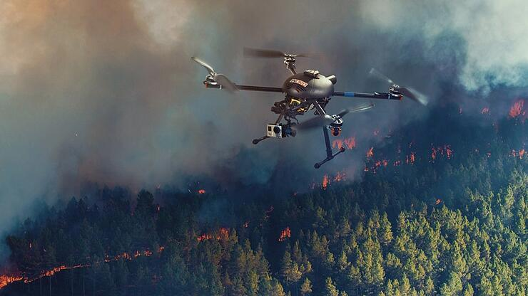 drone_overflies_forest_fire_feature