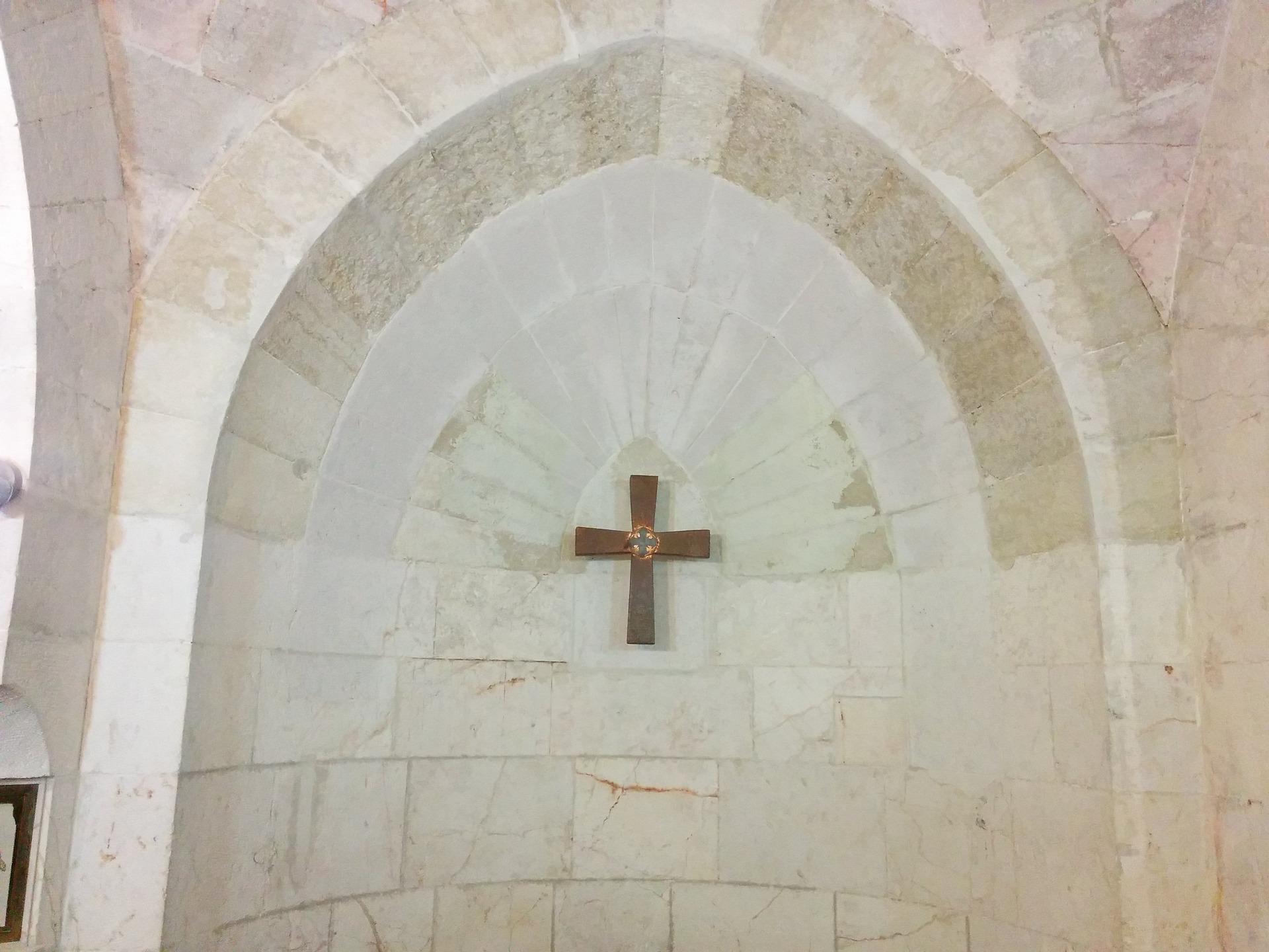cross-holy-land-2262549_1920.jpg