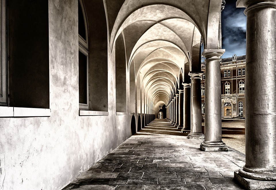 A cloistered walk is a closer walk with God. | Image: Pixabay