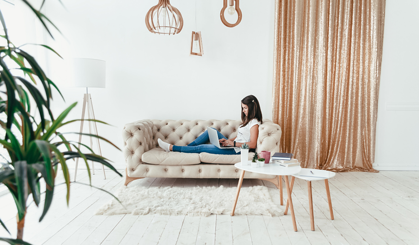 woman-on-couch-using-laptop