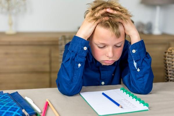 Descubre los 6 factores más comunes por los qué tu hijo no quiere hacer la tarea
