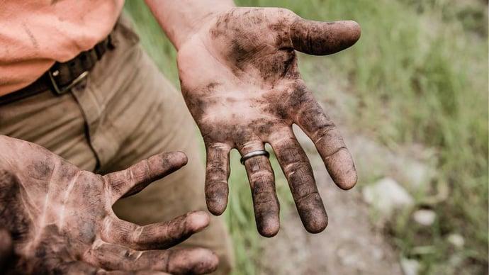 0022 - Dirty hands - General Use - Social Media