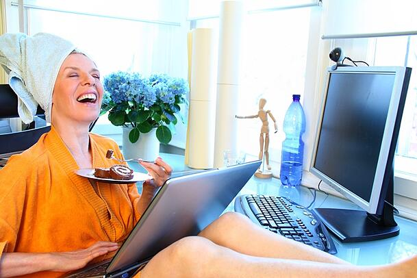 Online_shopping_and_eating_cake